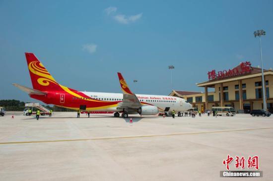 资料图:海南航空HU7777航班抵达海南博鳌机场。 中新社记者 骆云飞 摄