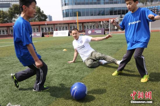 资料图:踢球的本质应该是热爱。 <a target='_blank' href='http://www-chinanews-com.yy4a.com/'>中新社</a>记者 张亨伟 摄