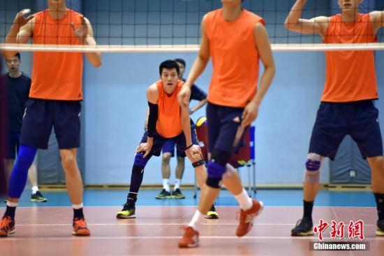 资料图:中国国家男子排球队 /p中新网记者 金硕 摄