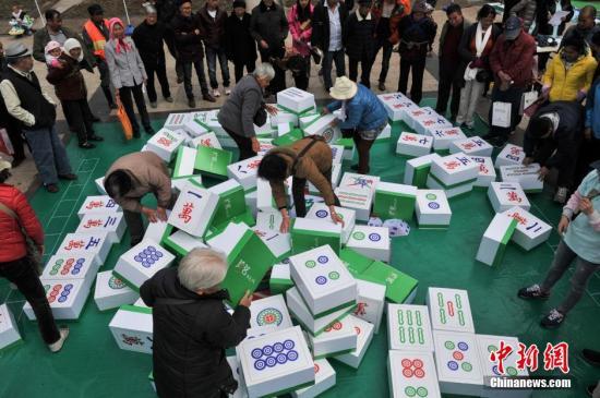 西班牙流行起中国麻将 还开设了麻将课程