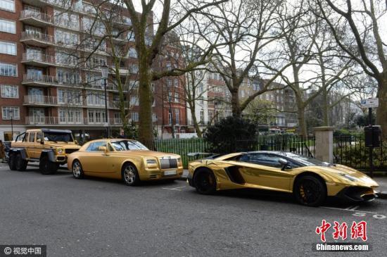 沙特亿万大亨将本人代价万万的豪车运往英国伦敦,仅仅为了在休假时期便当出行,趁便夸耀本人的豪车。图像来历:视觉国家