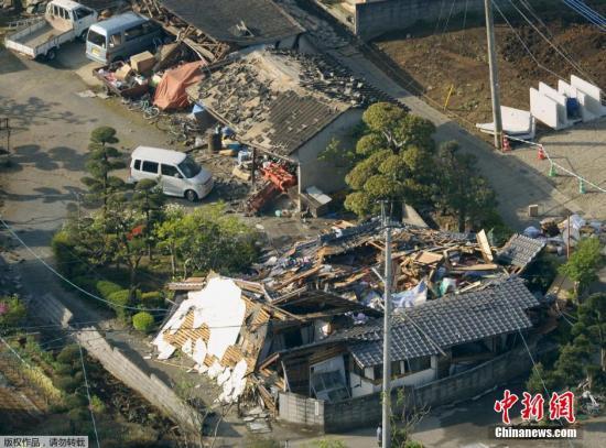 在地动中损毁的屋宇。据日本NHK最新音讯,今朝地动已形成9人殒命,950余人受伤。