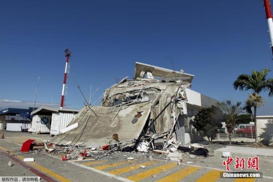4月18日消息,据外媒报道,厄瓜多尔副总统格拉斯称,袭击该国的7.8级大地震已经导致246人遇难,2527人受伤。 目前,厄瓜多尔政府已紧急动员一万多名军警到灾区投入救灾行动。然而,由于一些地区塌方严重,导致救援行动受阻。一些灾民因为缺乏器材,只能徒手挖救仍然受困的人。