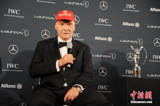 当地时间4月18日晚间,2016年劳伦斯世界体育奖在德国柏林举行了颁奖礼。图为尼基·劳达(右)与他的传记电影扮演者丹尼尔·布吕尔在当天的新闻发布会上。 <a target='_blank' href='http://www.chinanews.com/'>中新社</a>记者 彭大伟 摄