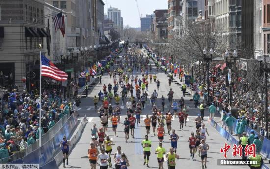 资料图:波士顿马拉松比赛现场。