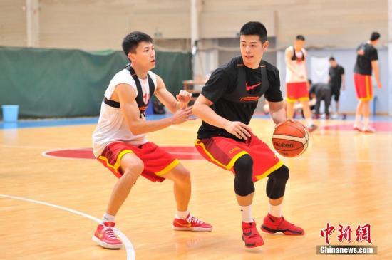 刘晓宇防守方硕。(资料图) <a target='_blank' href='http://www.chinanews.com/'>中新社</a>记者 刘冉阳 摄