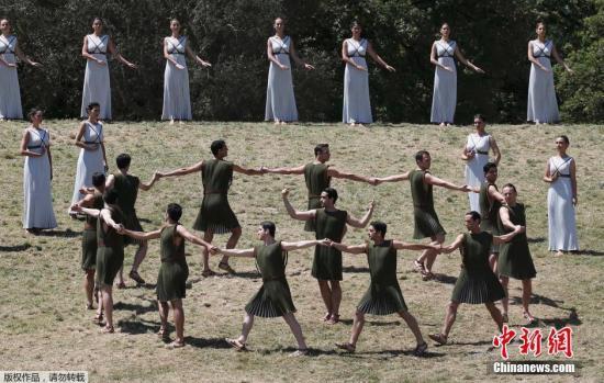 原料图:2016里约奥运会奥运圣火采集仪式在希腊雅典举走。