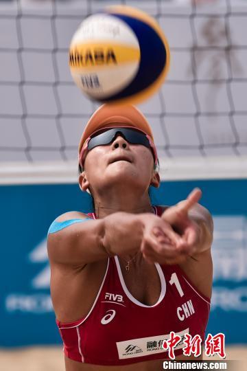 薛朝曾正在2008年奥运会上得到沙排项目铜牌,今朝她照旧据守正在沙排赛场。材料图为薛朝活着界沙排巡回赛中。李北轩 摄