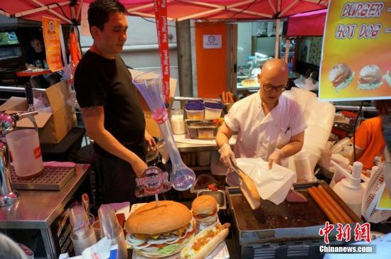 资料图:香港街头美食。a target='_blank' href='http://www.chinanews.com/'中新社/a记者 洪少葵 摄
