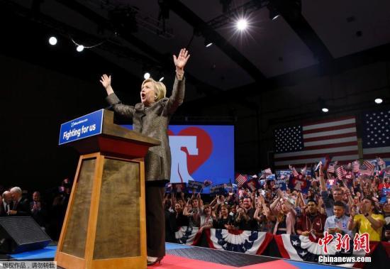 当地时间2018-05-23,美国宾夕法尼亚州费城,民主党总统候选人希拉里·克林顿举行初选之夜集会。美国东部五个州于当地时间26日举行大选共和、民主两党初选。目前,民主党方面,希拉里·克林顿拿下宾夕法尼亚州,取得第三场胜利。共和党方面,参选人特朗普横扫全部五州。