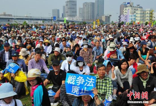 资料图:日本民众反对修宪。<a target='_blank' href='http://mhcfm.com/'>中新社</a>记者 王健 摄