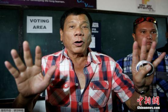 2016年5月10日報道,據菲律賓選舉委員會10日凌晨的最新計票結果顯示,達沃市長杜特爾特在總統選舉中已獲得1450萬張選票,獲勝已成定局,但需要國會確認后正式公布。根據最新統計結果,杜特爾特比排名第二的執政黨候選人、前內政部長羅哈斯領先582萬張選票,后者獲得868萬張選票。根據81%的投票率,即使尚未計算的選票全部投給羅哈斯也不可能逆轉局勢。