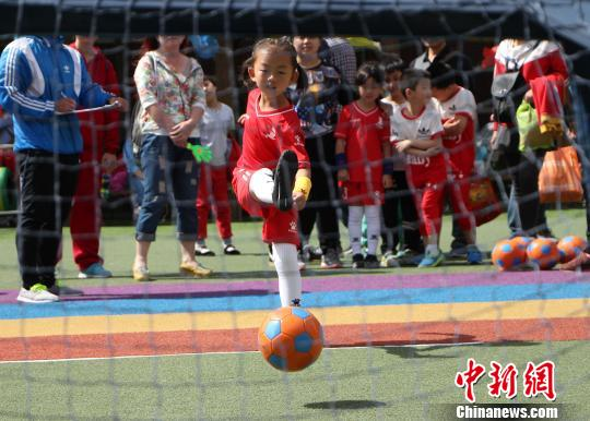 China to build 10,000 soccer kindergartens by 2020