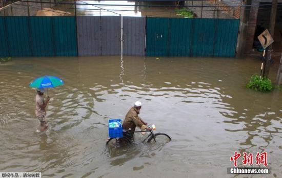 斯里兰卡暴雨引发大规模泥石流 数百人被埋