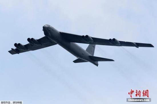 当地时间5月19日,美国一架B52轰炸机在关岛起飞后不久坠毁,7名机上人员无人伤亡,目前美国军方正就此事展开调查。美国军方称,正就此事展开调查,并评估轰炸机坠毁可能对周围环境造成的影响。(资料图)