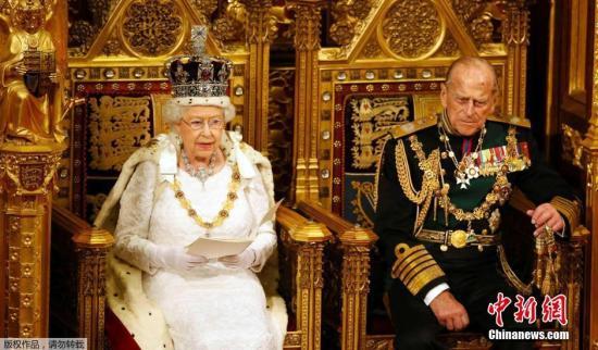 当地时间2016年5月18日,英国伦敦,英国女王伊丽莎白二世出席新一届议会开幕仪式,公布新政府施政与立法计划。