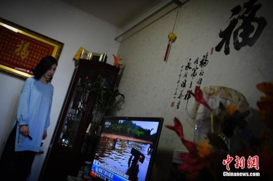 曾北漂、津漂现回归后的李茹芳目前是个宅女,喜欢在家待着,工资大部分交家里,基本不乱花钱,没事儿的时候在家养养花,看看电视。