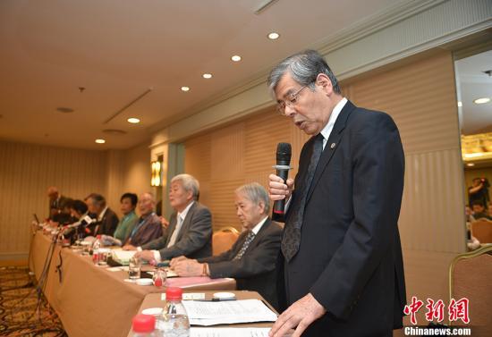 日方代表(右)。 记者 金硕 摄