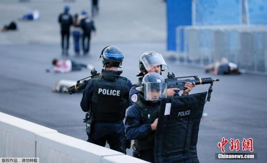 """资料图:图为法国反恐特警部队""""黑豹""""突击队(Raid)参加反恐演习。"""