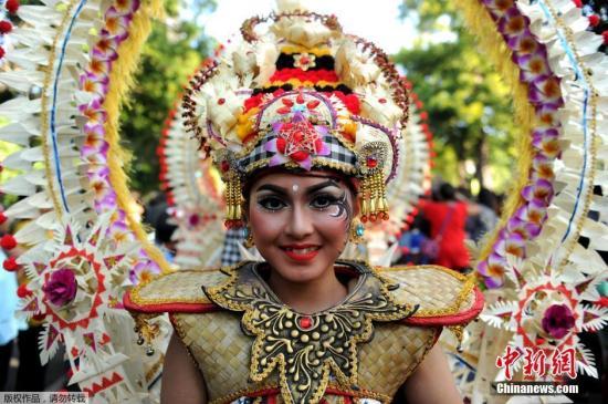 当地时间6月11日,印尼巴厘岛登巴萨,一年一度的印尼巴厘岛艺术节开幕,为期一个月,将从6月11日举行至7月9日。