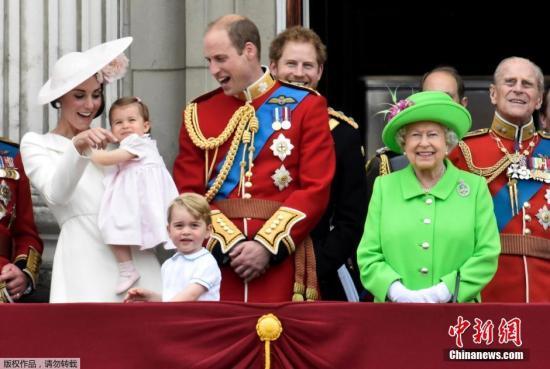 资料图:英国王室成员。