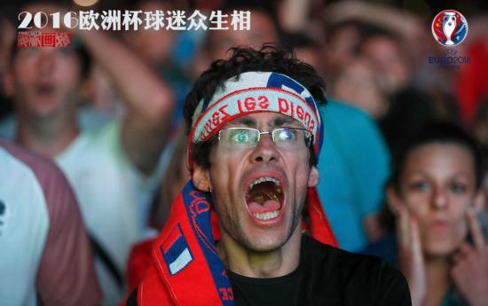 球员在绿茵场上全力狂奔,球迷在观众席上高声呐喊。这个夏天,让人血脉喷张的欧洲杯赛事一场比一场精彩,球迷们全情投入的画面也定格了今夏让人难忘的那些时刻。图为法国球迷尽情狂吼。