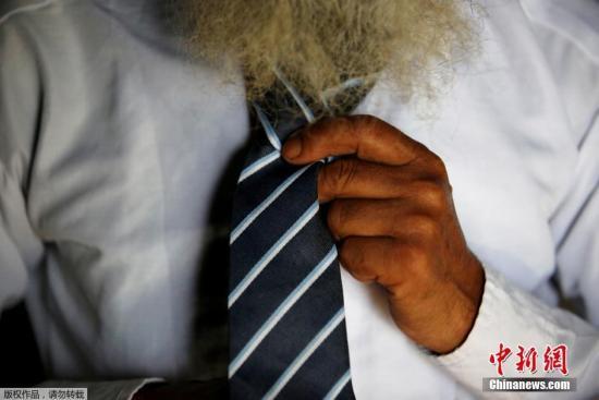 资料图:男士打领带。