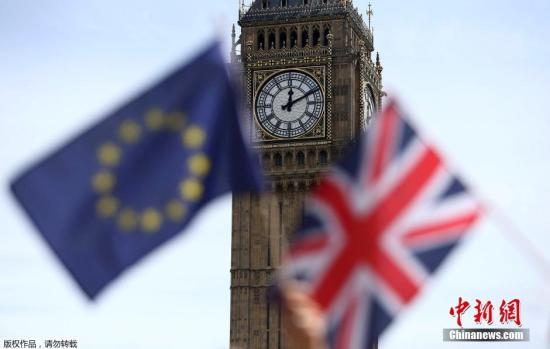 当地时间6月23日,英国举行脱欧公投。根据BBC统计结果,截至投票结束,有约1741万选民支持脱欧,1614万选民支持留欧,脱欧阵营领先127万选票,英国脱欧成定局。(资料图)