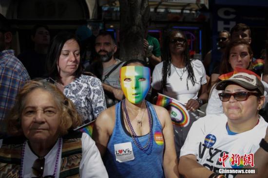 当地时间6月26日,美国纽约举行规模盛大的同性恋骄傲大游行。男同性恋、女同性恋、双性恋、变性人,以及他们的支持者纷纷走上街头。<a target='_blank' href='http://www.jumpboostgaming.com/'>中新社</a>记者 廖攀 摄