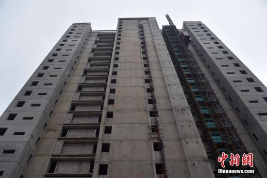 资料图为北京郭公庄一期正在建设中的公租房项目。 中新网记者 金硕 摄