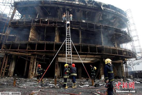 """市中心卡拉达区的一处热闹市场遭到炸弹攻击,导致125人遇难,至少147人受伤。""""伊斯兰国""""宣布对此次袭击负责。"""