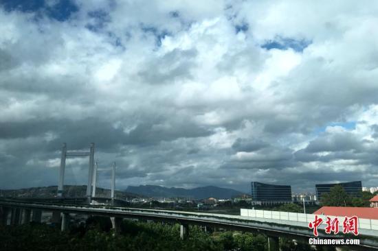 资料图:台风来临前福州?#23777;?#39118;云变幻。<a target='_blank' href='http://www.isrqz.tw/'>中新社</a>记者 王东明 摄