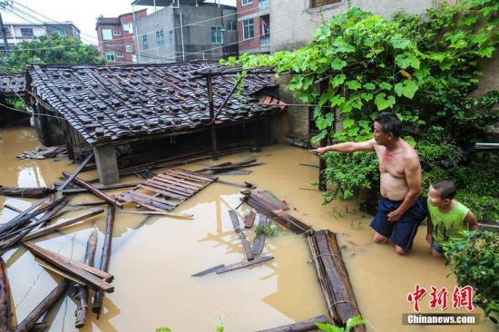 圖為莆田市荔城區新度鎮,多處道路、民房均被淹,多人被困。 記者 湯珺琳 攝