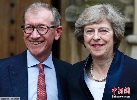 """特蕾莎·梅今年60岁,曾在四任保守党领袖手下任职,被称为""""四朝元老"""",1997年当选国会议员,2010年起担任内政大臣。她担任首相后,将成为继撒切尔夫人之后英国历史上第二位女首相。"""