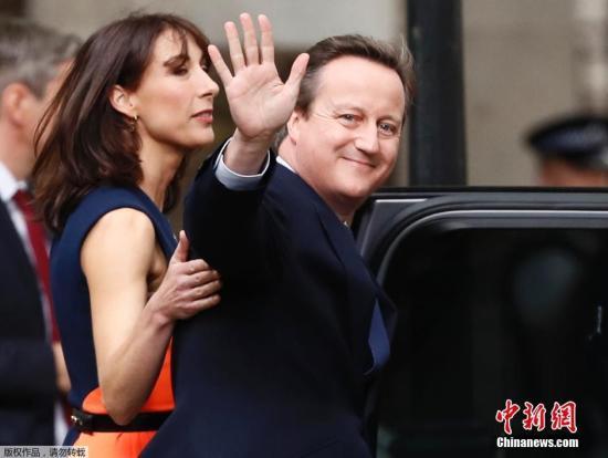 资料图:当地时间2016年7月13日,英国伦敦,英国前首相卡梅伦告别唐宁街十号。