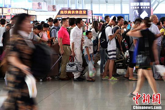 资料图:湖南长沙高铁南站。中新社记者 泱波 摄