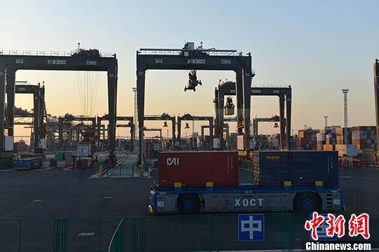 自动化码头(资料图)。 <a target='_blank' href='http://www.chinanews.com/'>中新社</a>记者 吕明 摄