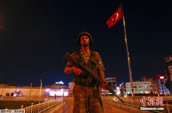 7月16日消息,土耳其15日发动军事政变导致交火事件,土耳其伊斯坦布尔医院目前已经收治超过150名伤者;有50多名发动政变的军官也在伊斯坦布尔被逮捕。