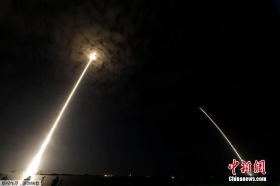 """当地时间7月18日,美国佛罗里达州卡纳维拉尔角空军基地,美国太空探索技术公司利用""""猎鹰9""""火箭发射""""龙""""货运飞船,为国际空间站送去一个可供未来美国商业载人飞船使用的对接端口。"""