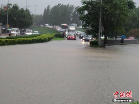 资料图:北京暴雨。 记者 苏丹 摄