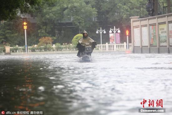 2016年7月20日,天津市气候台公布暴雨橙色预警。 重视 摄 图像来历:东方IC 版权著作