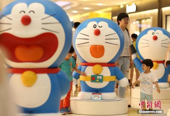 紀念《哆啦A夢》連載50周年 巨型時鐘亮相東京(圖)
