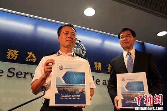资料图:刘业成(左)。中新社记者<strong></strong> 洪少葵 摄