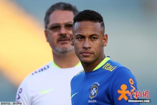 当地时间7月29日,巴西戈亚尼亚,巴西男足国奥队为备战与日本的友谊赛进行训练,内马尔现身球场。