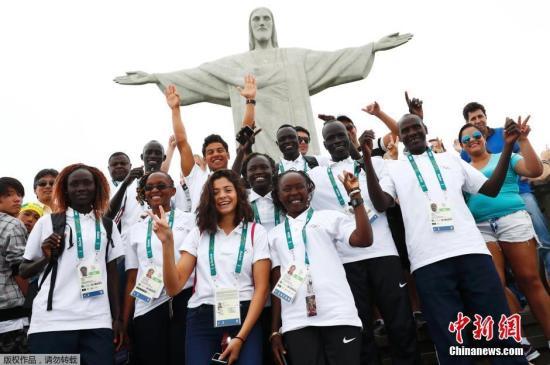 史上首次由难民组队参加里约奥运会,代表团运动员包括5名南苏丹难民,2名叙利亚难民,2名民主刚果难民和1名埃塞俄比亚难民。