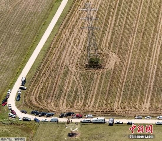 航拍2016年7月30日美国得州热气球坠毁事故现场。美国家运输安全委员会称,这是美国历史上死亡人数最多的一起热气球致命事故。