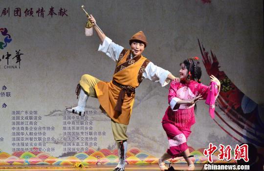 资料图:浙江小百花艺术团演出剧照。 龙剑武 摄