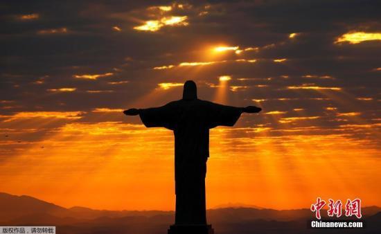 本地时刻8月2日,巴西里约热内卢耶稣山在晨光的照射下尽显拉美风情。