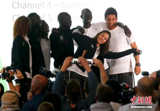 资料图:难民代表团的选手与各国媒体见面。<a target='_blank' href='http://www.chinanews.com/' >中新网</a>记者 杜洋 摄