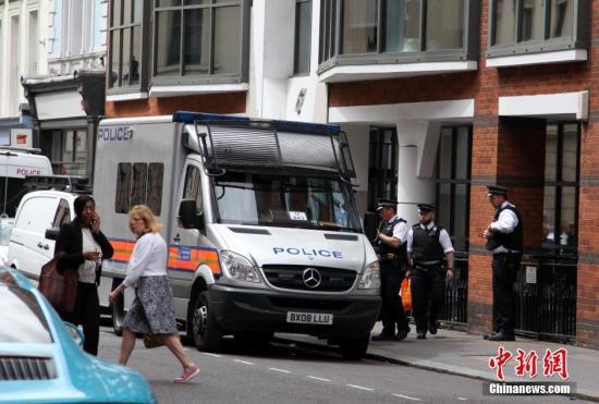 材料图:伦敦差人正在陌头巡查。a target='_blank' href='http://www.chinanews.com/'种孤社/a记者 周兆军 摄